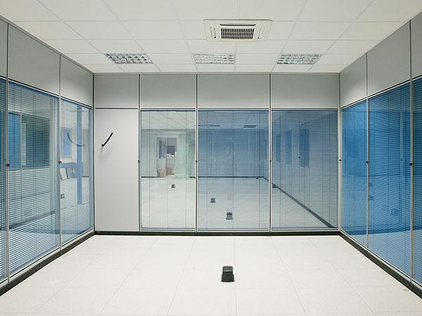 Soppalchi pareti mobili per ufficio arredi per ufficio for Mobili e scaffalature per ufficio