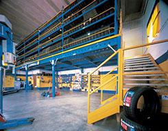 utilizzo spazi sotto soppalchi ad ampia luce con magazzino