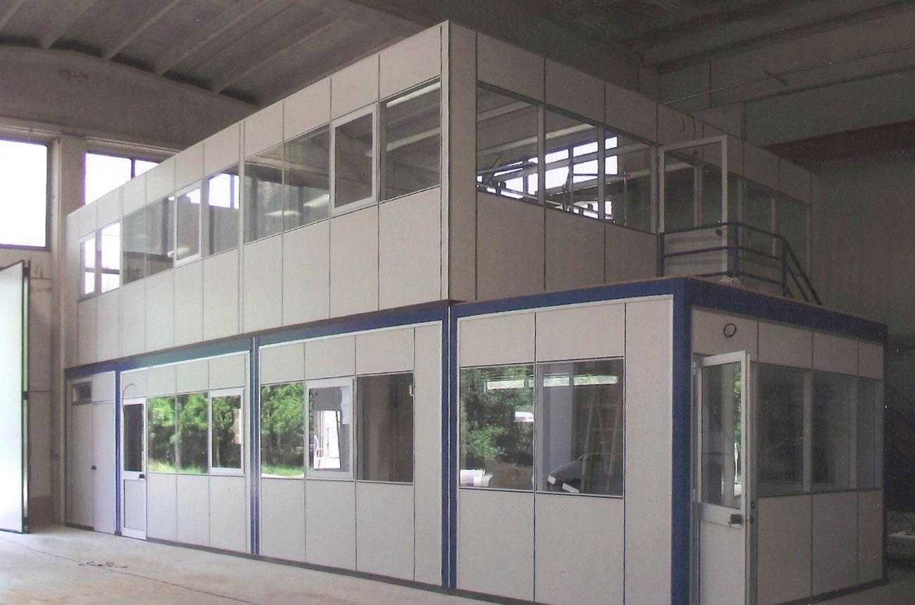 Uffici con pareti mobili componibili con pareti in vetro for Piani di capannone per uffici esterni