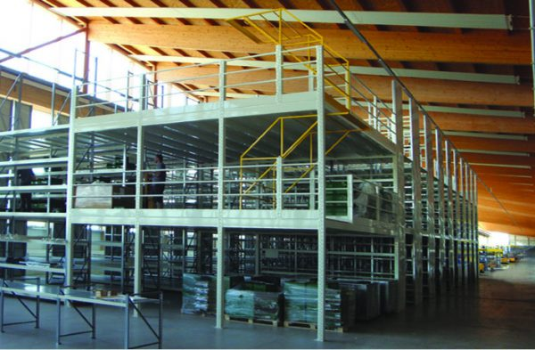 soppalchi industriali con scaffalatute metalliche