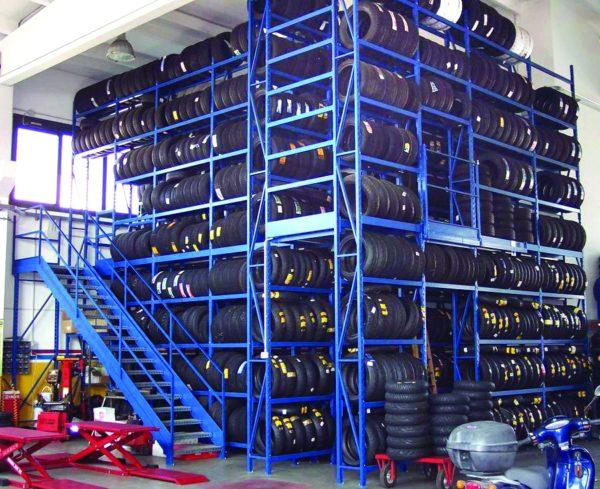 magazzino gomme realizzato con scaffalature metalliche picking multipiano