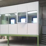 Scala per accesso soppalco per ufficio con pareti vetrate