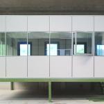 Soppalco per uffico a pareti mobili vetrate e finestre apribili