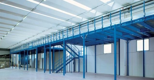 Struttura industriale con soppalchi modulari