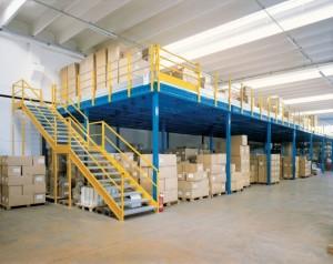 soppalchi per magazzino con scala a due rampe