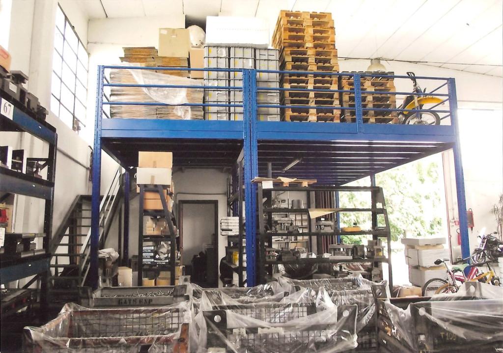 soppalco magazzino con accessi laterali per carico scarico
