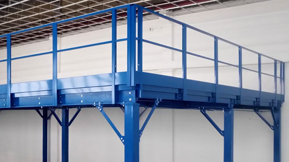 Elementi in carpenteria metallica pesante per soppalchi industriali antisismici